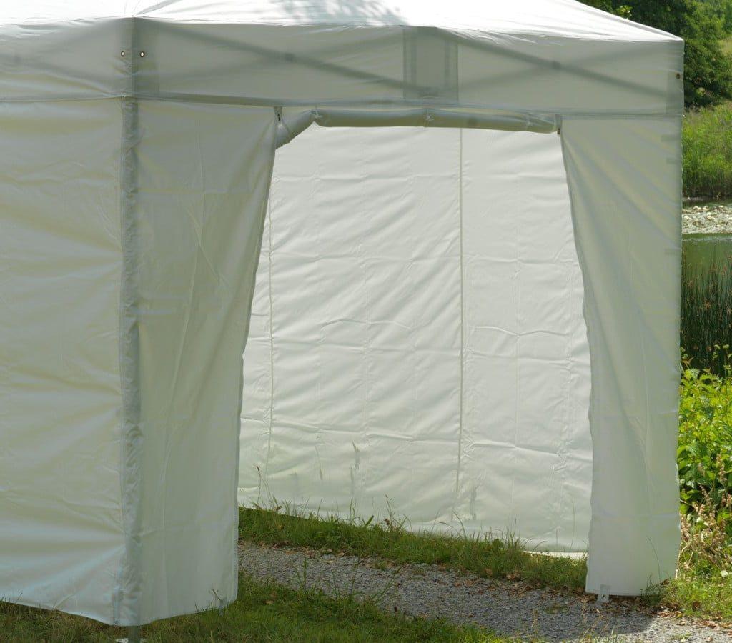 Weisse Zeltwand Mit Tür Zum Hochrollen